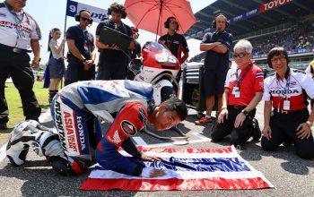 """พลาดแต้มแรก """"คิงคองก้อง"""" ตามท้าย 1 วิแต่ล้มในศึกโมโตทู ihatebillgates ข่าว Motorsport"""